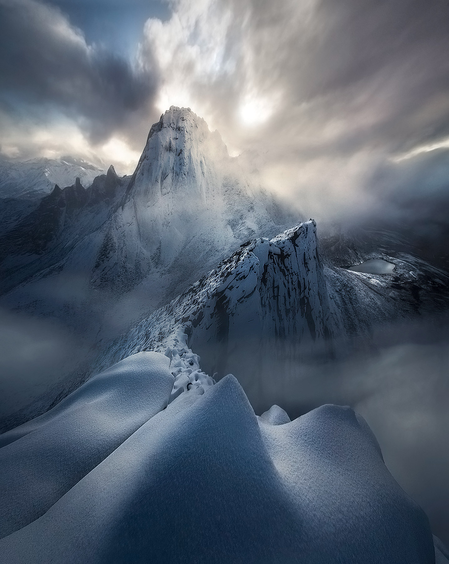 yukon snow ridge climbing mountaineering tombstone, photo