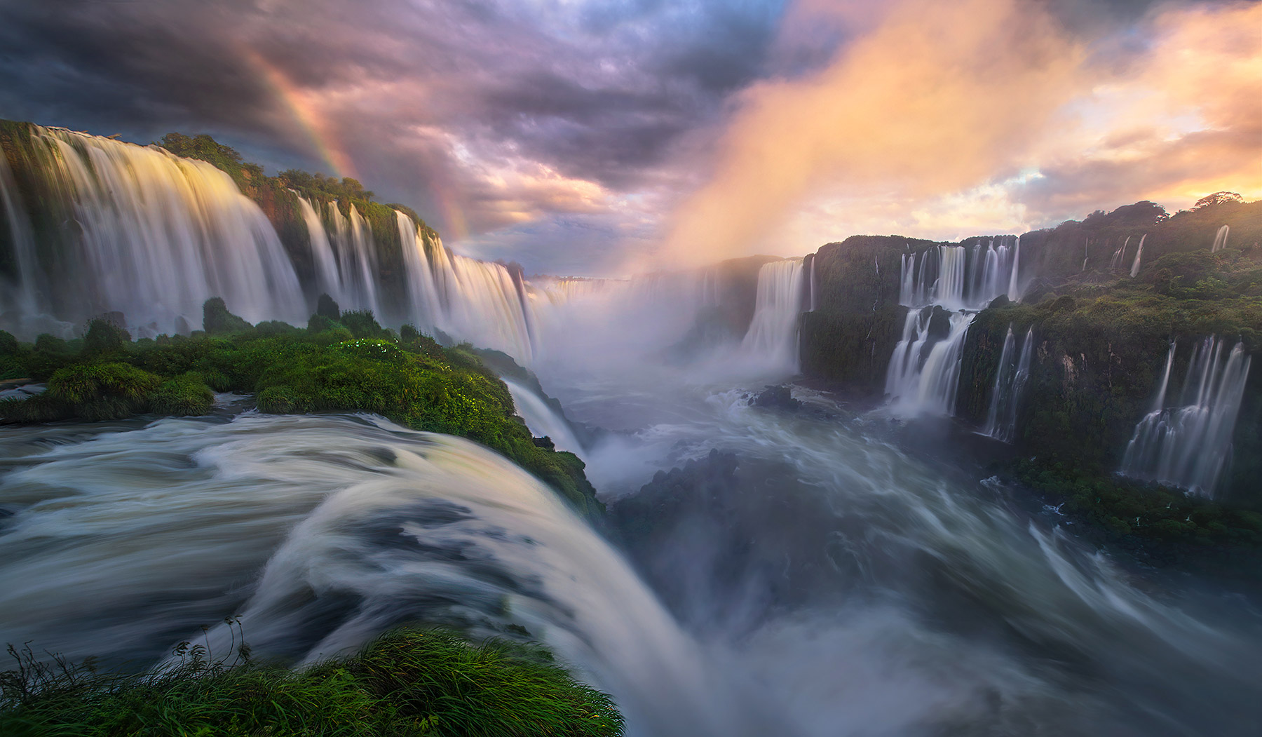 What can I say? Iguazu speaks for itself. And this evening was certainly one of the best light shows of the year!
