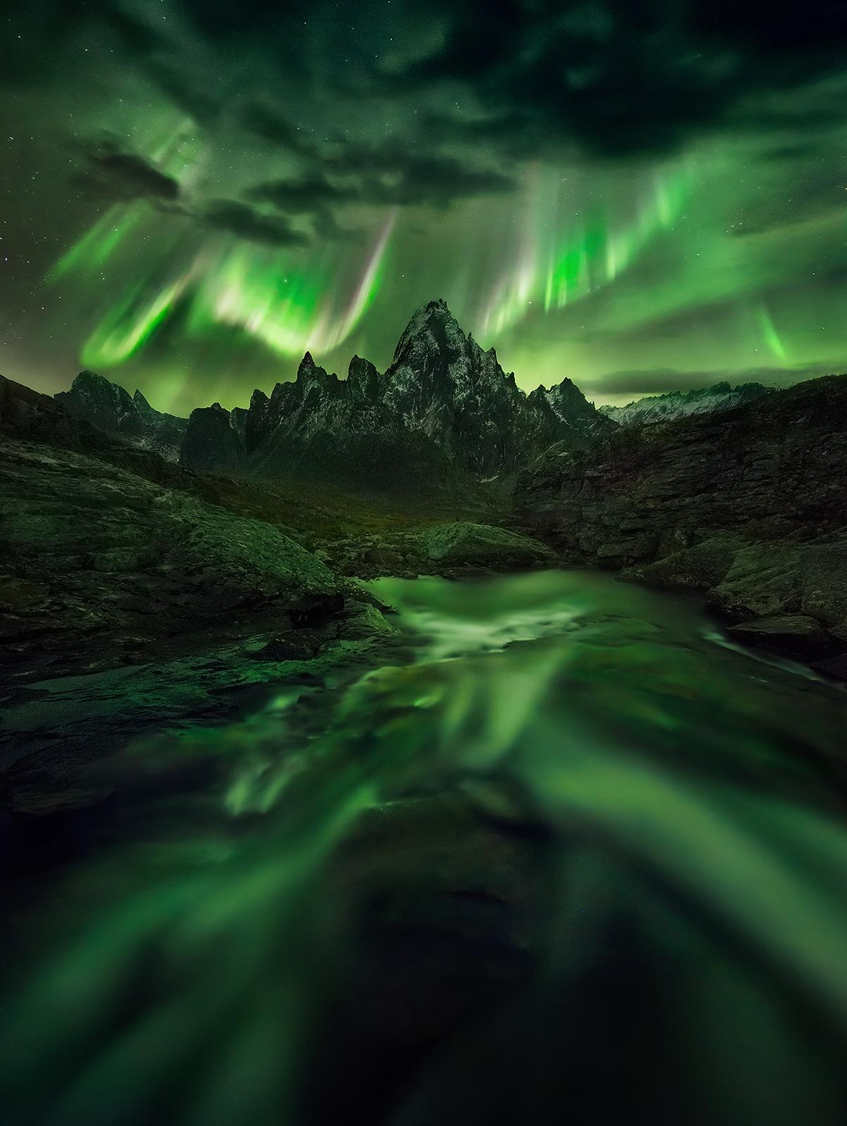night, aurora, yukon, canada, ogilvie, peaks, mountains, photo