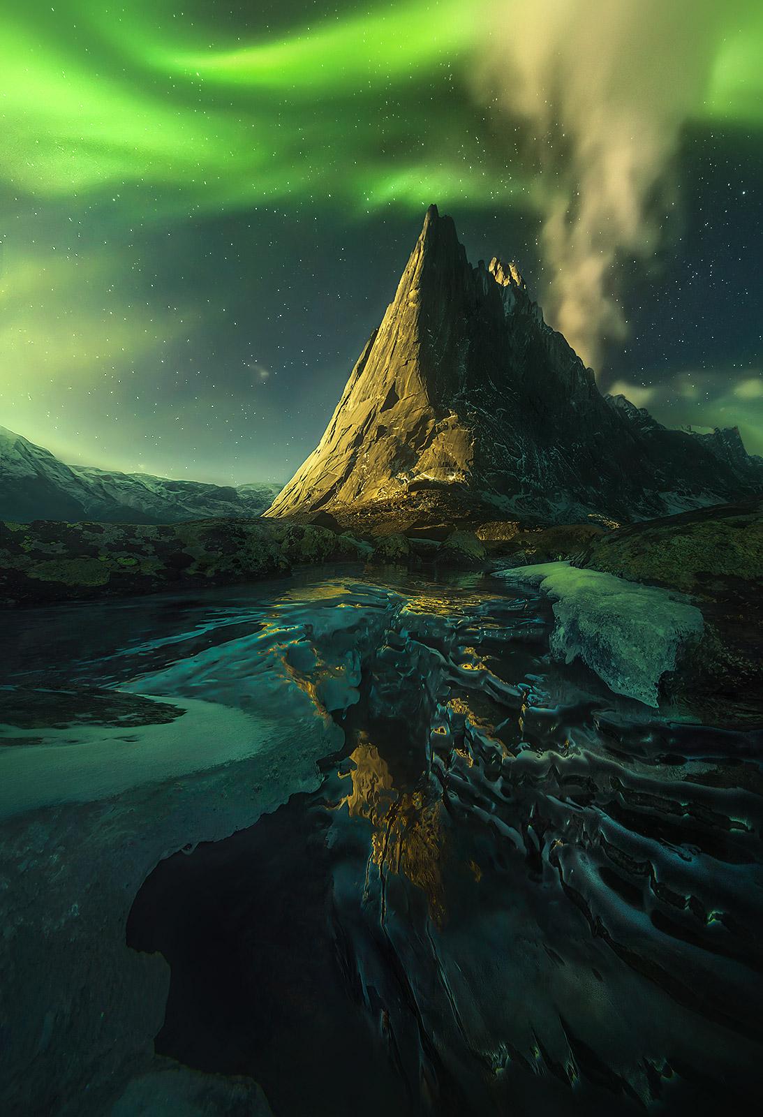 Mackenzie, nwt, nahanni, Yukon, canada, aurora, peaks, photo